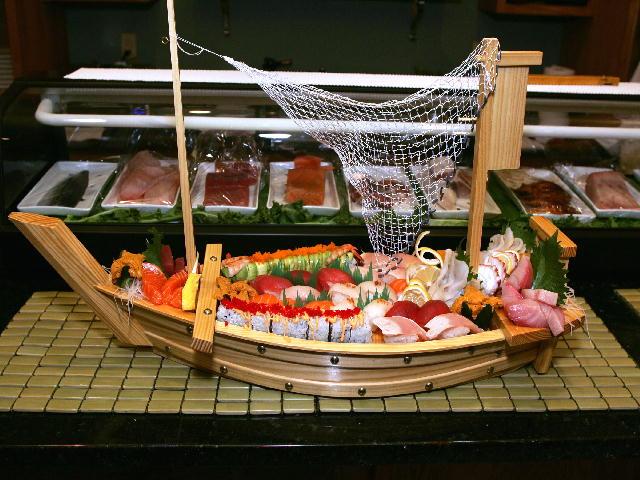 картинка лодка с сушами